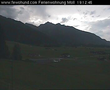 Blick auf das Hahnenkammgebiet mit Gehrenspitze und dem Schollenwiesenlift